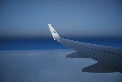 Avión de KLM volando