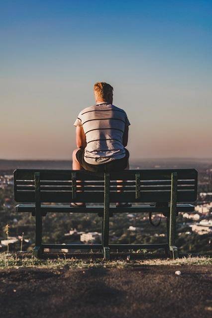 Chico sentado en mirador de Pretoria