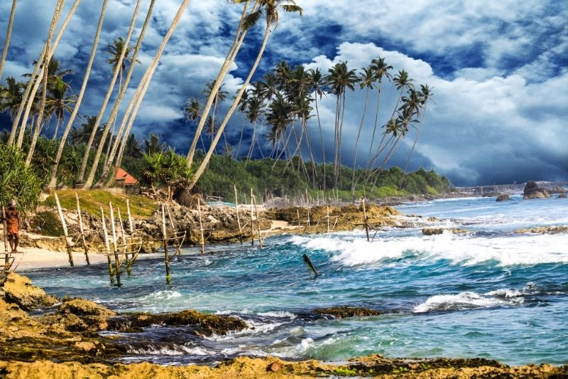 Playa de Koggala con olas