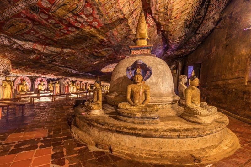 Interior de las cuevas de Dambulla
