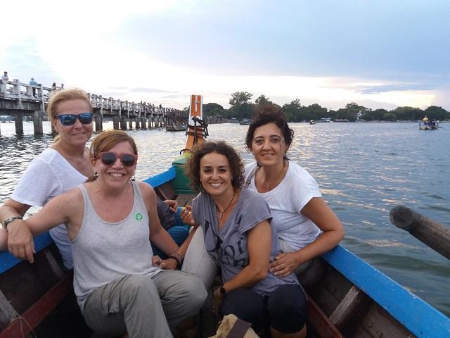 chicas en barco